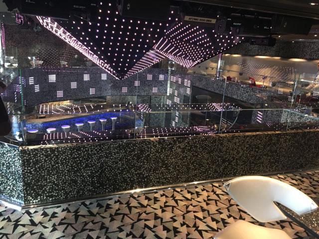 discothèque sur deux étages sur le navire Costa Diadema
