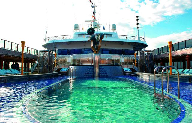navire de croisière avec piscine