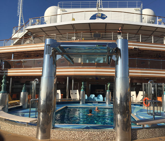 piscine extérieur à l'eau de mer du Costa Diadema