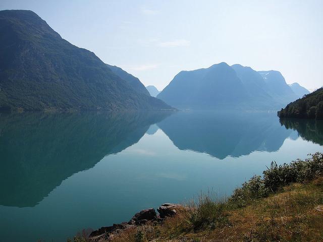 lac stryn olden norvège