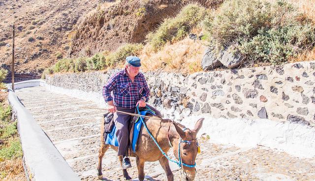 montée de fira à dos d'âne