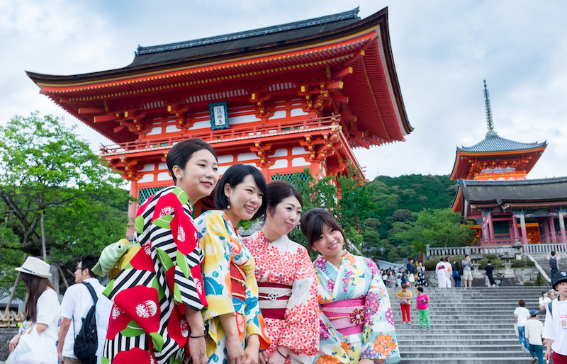 temple nippon et japonaises traditionnelles