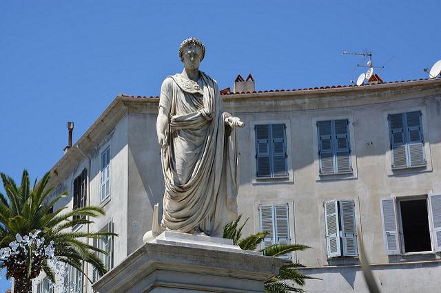 statue napoléon place fosh
