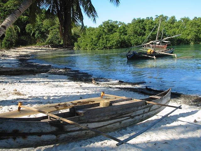 plage pirogue Madagascar