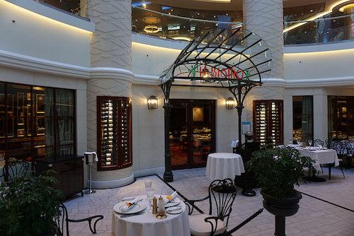 restaurant français le bistro NCL Norwegian Escape